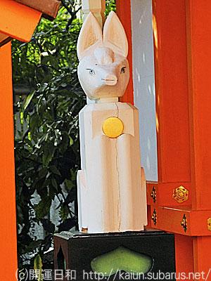 辰巳稲荷狐像