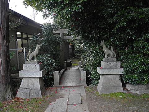 椿丘大明神入り口