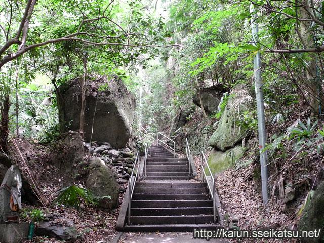 弥谷寺の巨石