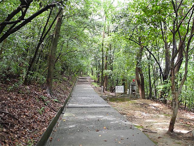 香色山登山道